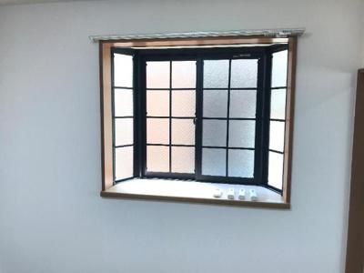 出窓付きで採光・通風良し