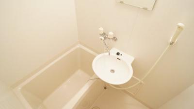 洗面台付きバスルームを完備しております。