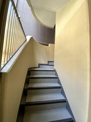 アクシルコート上野の外階段です。