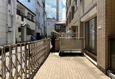 アクシルコート上野の専用駐車場です。