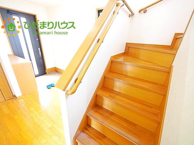 安全性と快適さを兼ね備えた手すり付きの階段(^^♪