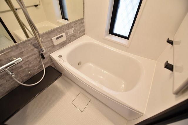 一日の疲れを癒すバスルームは、浴室換気乾燥機付きです。