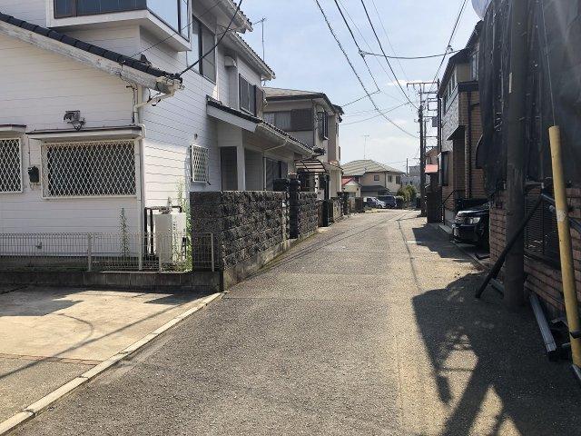 車通りが少ない住宅地です。