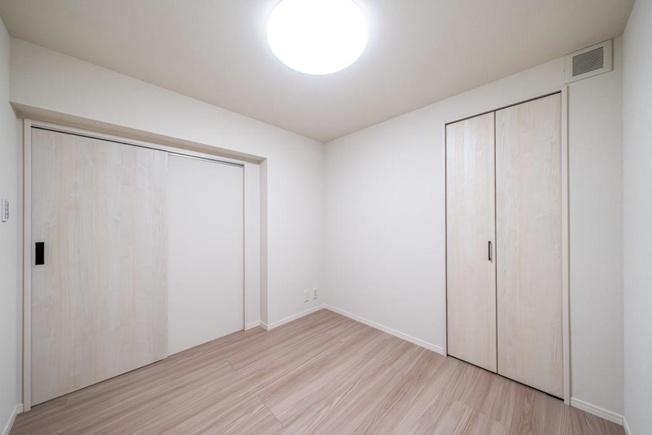 セザール西新井:約4.3帖の洋室2にもクローゼットが付いております!