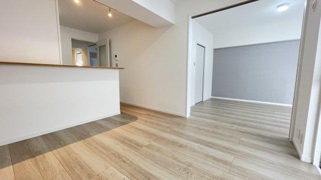 LDKは隣りの洋室とつなげて広く使ってもOK◎ ライフスタイルに合わせて自由に使えます♪