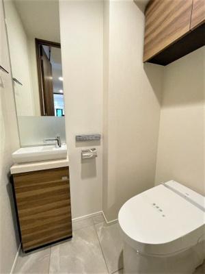 手洗付のタンクレストイレ。