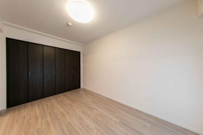 洋室には、十分な収納スペースがあります