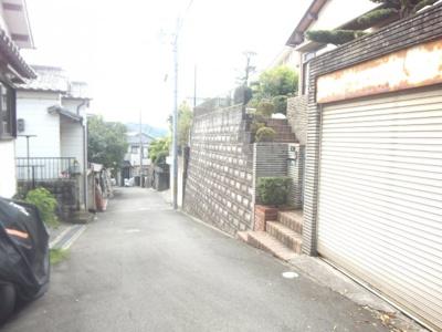 【前面道路含む現地写真】桜ケ丘町戸建