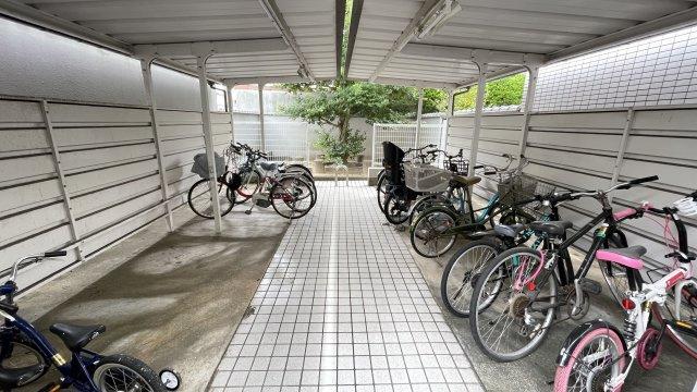 屋根付の駐輪場で安心
