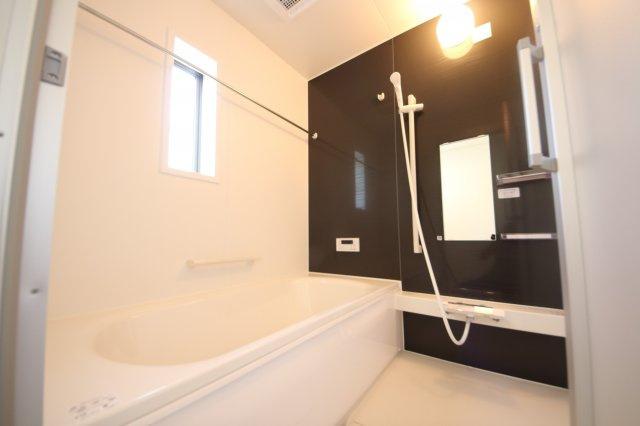 2号棟 コンパクトで使いやすいお風呂です