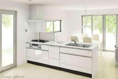 ■システムキッチン ■食器洗い乾燥機付き ■浄水器付き ■人造大理石トップ(カウンタータイプ) ■ソフトクローズスライド収納