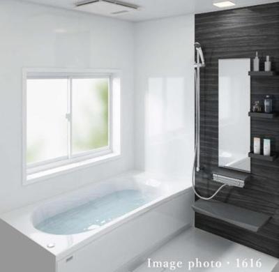 ■ユニットバス(1616タイプ)■浴室暖房乾燥機付 ■ホーロークリーン浴室パネル(表面がガラス質なので汚れが染み込まないから普段のお手入れはシャワーで流すだけ。キズにも強く、新品同様の美しさを保てます