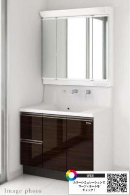 ■洗面化粧台■ずっと美しく使ってほしいから、扉素材は「高圧メラミン面材」を採用。 硬く丈夫な素材なので、衝撃や磨耗に強く、キズもつきにくいです。