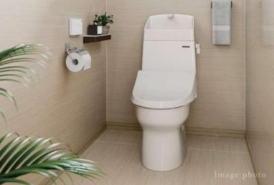 ■トイレ■フチなし形状、従来のトイレのように邪魔なフチがなく、形状がなめらかな曲線だからお掃除もラクラク。■2つの水流で、渦巻き状に洗浄する「スクリュー洗浄」