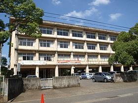 近隣には学校がございます。パーシモン弐番館