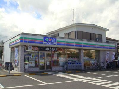 近隣にはコンビニがございます。パーシモン弐番館