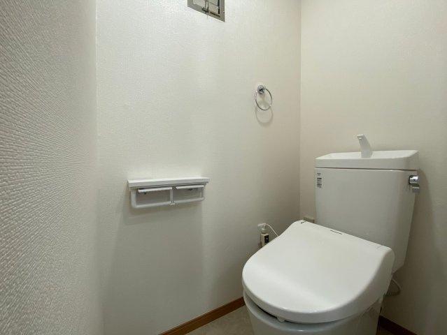 いつも綺麗に清潔に!ウォッシュレット付きトイレです♪