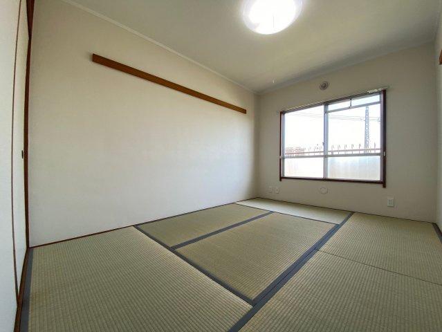 独立した6帖の和のお部屋。落ち着きや安らぎを醸し出す和室は落ち着きのあるくつろぎの空間です♪