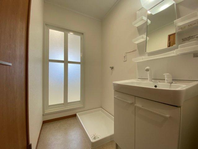 玄関のすぐ横が洗面所なので、ただいま手洗いがしやすいです