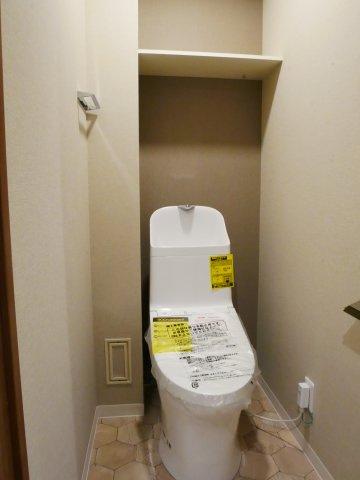 温水洗浄便座付トイレ。新規交換済みです。