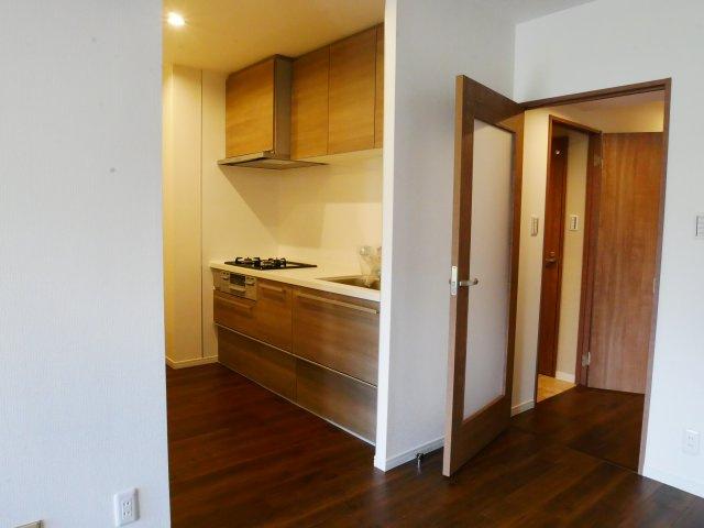 キッチンがお部屋と分かれているのでお部屋の景観を損なわないですね。
