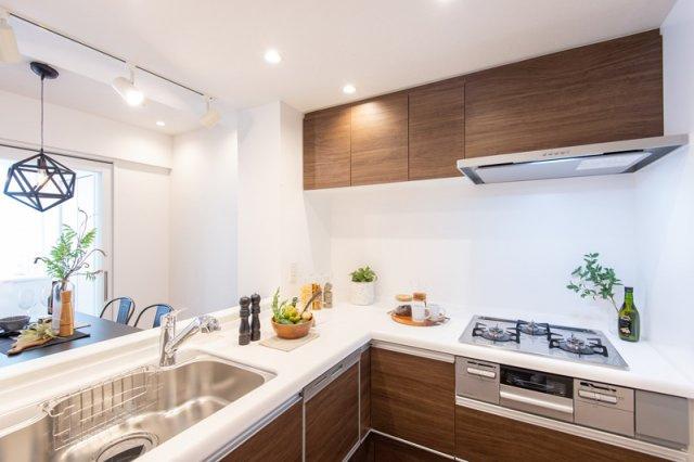 コスモ上野パークサイドシティ:あると便利な食器洗浄機付きのL字型システムキッチンです!