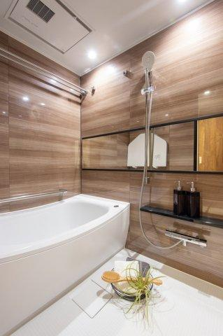 コスモ上野パークサイドシティ:雨の日のお洗濯ものを干すにも便利な浴室乾燥機・追い焚き機能付き浴室です!