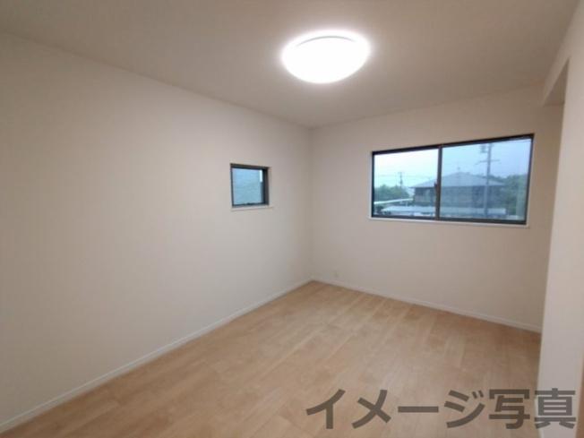 2F洋室。各部屋が独立しているので、プライバシーが守られます♪お子様が思春期を迎えられても安心