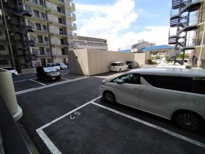 マンション敷地内にある駐車場です。 ※空き状況は都度確認下さい。