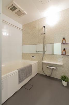 【現地写真】  浴室ユニットバス新品♪ 暖房換気乾燥機付き♪ 疲れを癒す場所だからこそ快適・清潔な空間で心も体もオフになる時間をお楽しみください♪