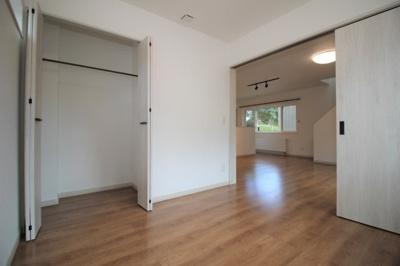 1階リビング横の4.5帖の洋室です!