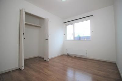 2階6帖の洋室です!