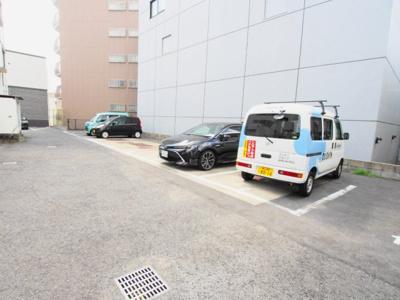 【駐車場】ホワイトヴィラ