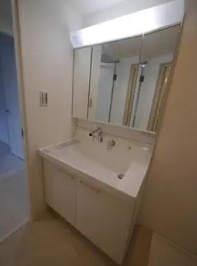 方南サンハイツの洗面台です。