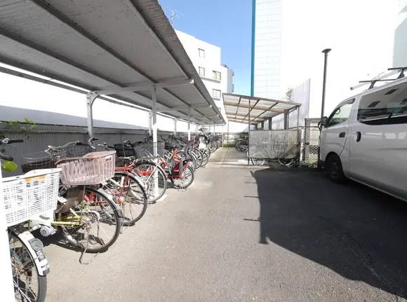 方南サンハイツの駐輪場です。