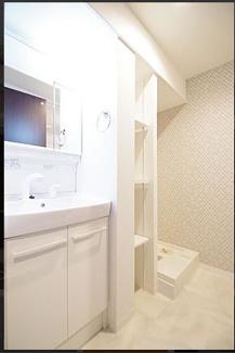 洗面台も新調。洗濯水栓・防水パンも新調です。