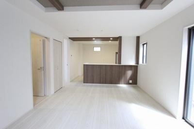 居間です:建物完成しました♪♪毎週末オープンハウス開催♪八潮新築ナビで検索♪