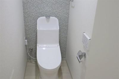 トイレ新調いたしました♪ 温水洗浄便座付きです