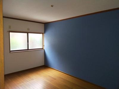 1階洋室(6.0帖):南向きの採光が入る明るいお部屋です。