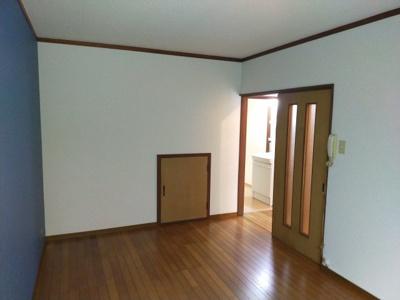 1階洋室(6.0帖):アクセントクロスが素敵なオシャレな洋室です。