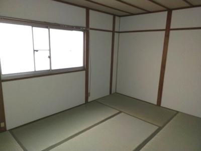 和室(6.0帖):北向きの窓があるお部屋です。