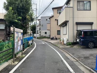 私道の入り口付近(2021.8.23撮影)。