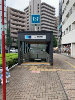 東京メトロ有楽町線「護国寺」駅徒歩7分(2021.8.23撮影)。