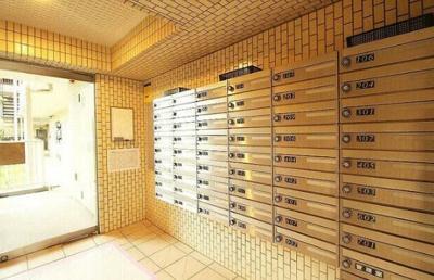 千歳烏山ロイヤルマンションのメールボックスです。