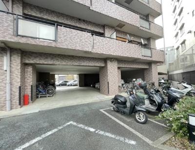 クレッセント多摩川緑地のバイク置場です。