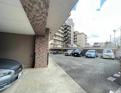 クレッセント多摩川緑地の駐車場です。