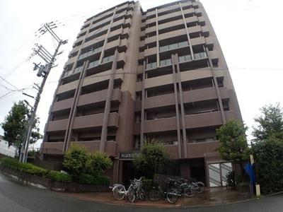 1999年11月建築、RC造11階建てのマンションです。最寄り駅は・JR大阪環状線「福島駅」徒歩14分・JR東西線「新福島駅」徒歩16分・阪神本線「福島駅」徒歩17分です。