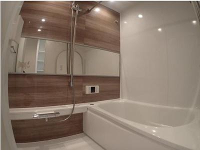 ◆浴室も新規交換済み(2021年7月)◆広々とした浴室でゆったりとおくつろぎ下さい。◆浴室乾燥機・追い炊き機能付き!