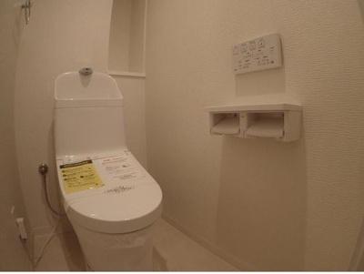 ◆季節を問わず年間を通じて快適にお使い頂ける温水洗浄便座付トイレ完備です!!