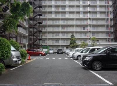 仲六郷ハウスの駐車場です。